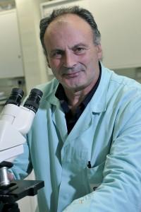 Massimo Zerbini nel laboratorio