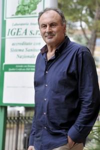 Massimo Zerbini di fronte alla clinica