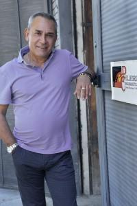 Fabrizio Pellegrini di fronte all'azienda