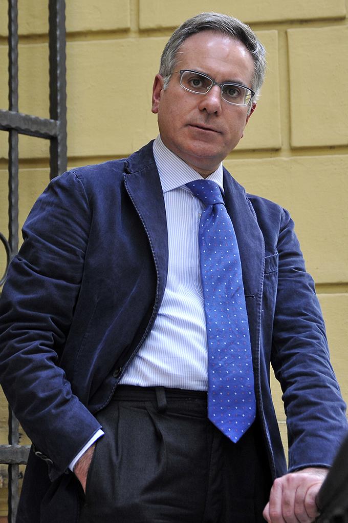 Antonio Armentano fuori dallo studio