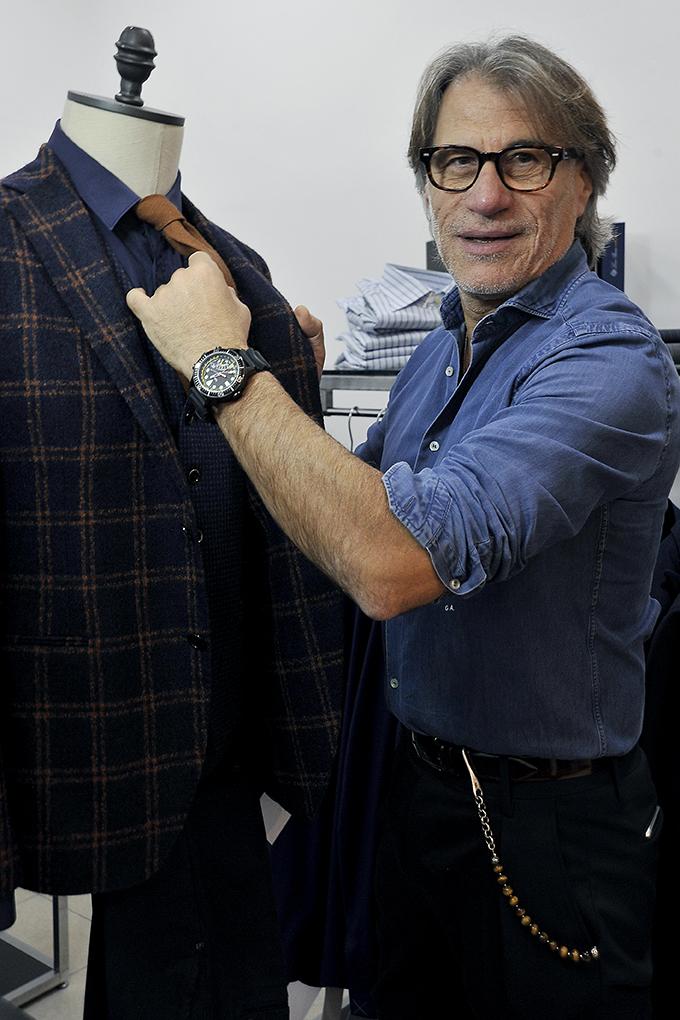 Gennaro Antonilli al negozio