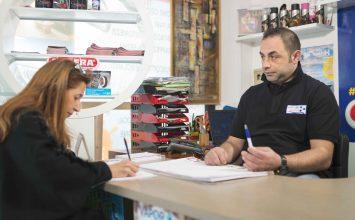 Vapor Trapani: L'intelligenza e la grinta di un giovane imprenditore per un trattamento completo di pulizia dell'auto.