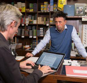 Gianluca Romele dell'Armeria Sebina: «Mai acquistare a catalogo: ogni mano ha la sua arma»