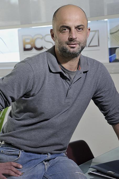 Alessandro Caneschi nel laboratorio